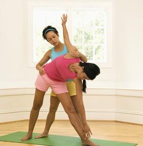 Adjustments und Assists beim Yoga