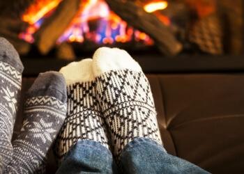 Warme Füße vor dem Kamin