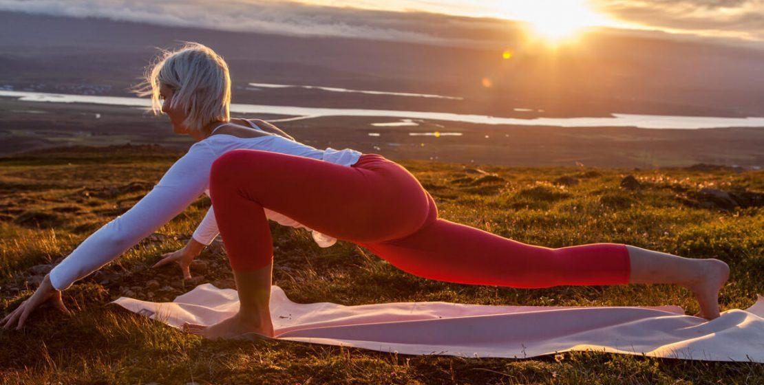 Tiefer Ausfallschritt Yogaübung