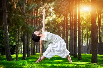 Trikonasana - Dreieck, das Yoga Asana