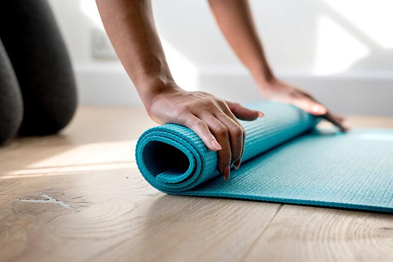 Rolle deine Yogamatte aus!